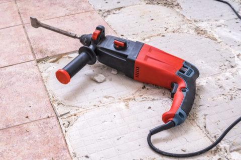 Anleitung: Fliesen abschlagen mit Bohrhammer